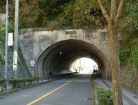 鎌倉駅から隧道をくぐって撮影